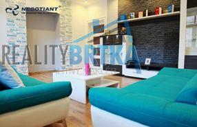 Na prenájom veľkometrážny 2 izbový byt, Nitra - Historická budova